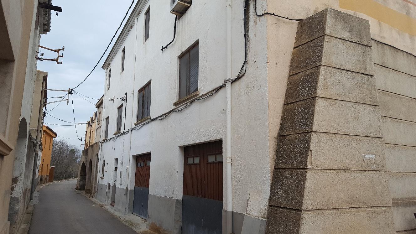 Ref. 72 – Casa de poble amb terreny